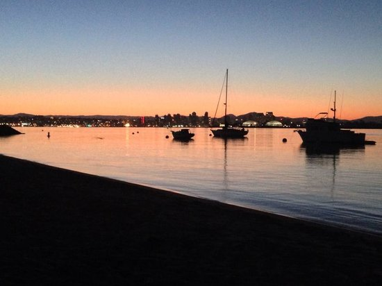 Best Western Plus Island Palms Hotel & Marina: Sunrise From the Beach Across the Street
