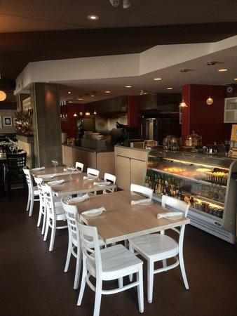 Urban Pantry: Dining room