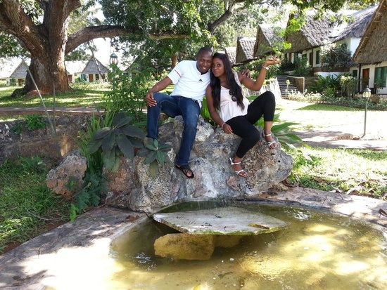 Mnarani Hotel: relaxing at the garden