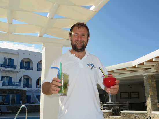 Argo Hotel Mykonos: Kostas the marvellous barman