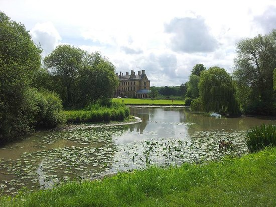 Mercure Warwickshire Walton Hall Hotel & Spa: Hotel lake
