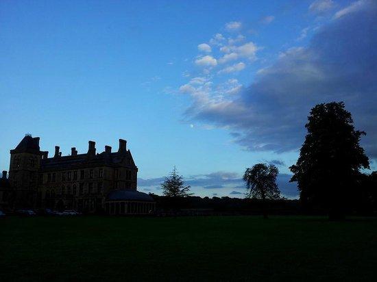 Mercure Warwickshire Walton Hall Hotel & Spa: Walton Hall & sunset