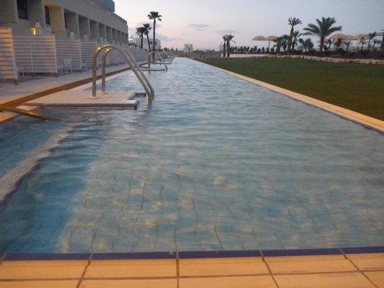 Herods Hotel Dead Sea : Long, shallow, private pool