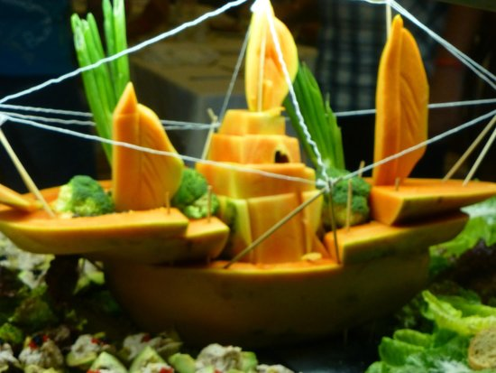 ClubHotel Riu Tequila: Food carving