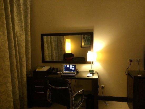 Four Points by Sheraton Lagos: Desk