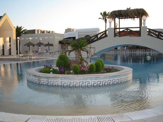 Eden Village El Borj : piscina serale