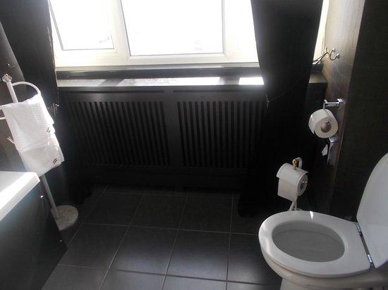 The Suncliff Hotel: Bath room