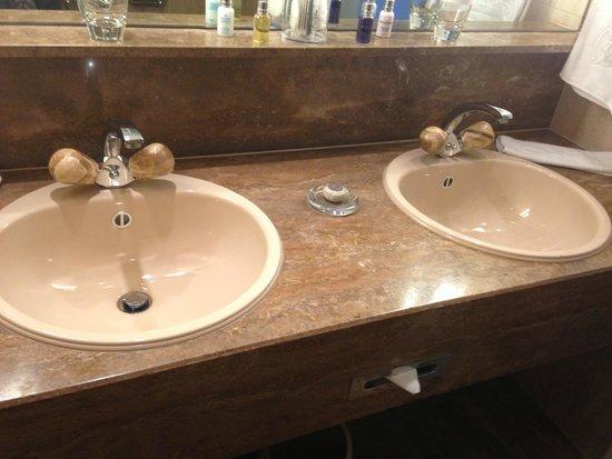 Victoria Jungfrau Grand Hotel & Spa: Ванная