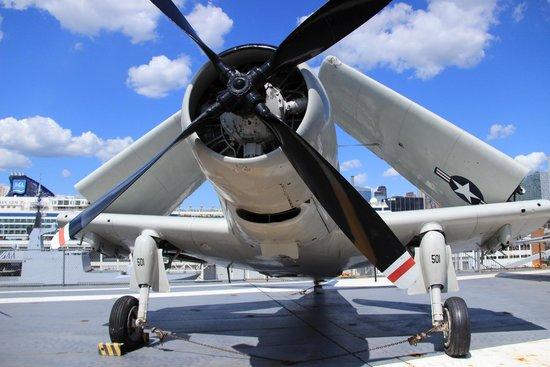 Intrepid Sea, Air & Space Museum : Airplanes