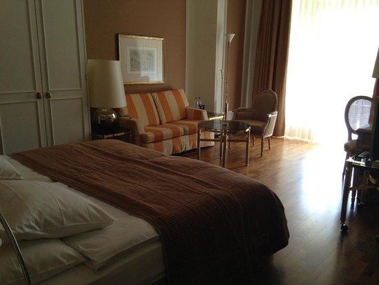Victoria Jungfrau Grand Hotel & Spa: Номер с видом на горы: просыпаешься и видишь красоту!