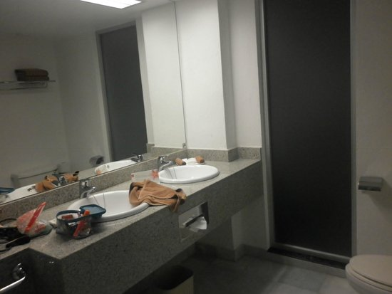 Hotel Riu Caribe: Amplio baño