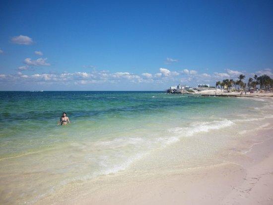 Hotel Riu Caribe: Playa con acceso desde el hotel