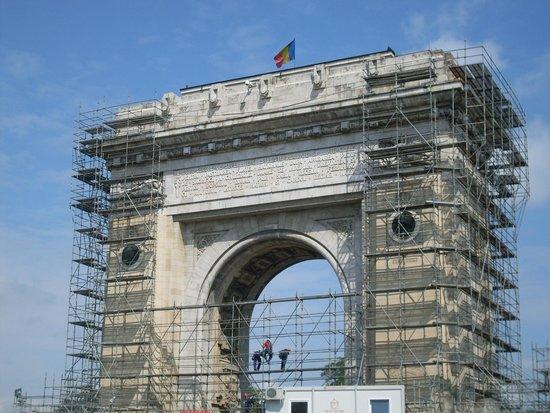 Triumph Arch: Manutenzioni