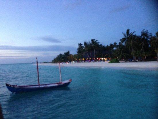 Meeru Island Resort & Spa : View from the jetty