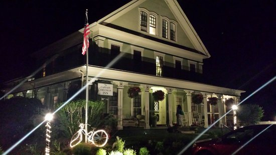 Captain Freeman Inn : Night at Captain Freeman's Inn
