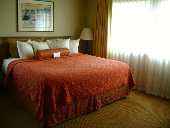 Overleaf Lodge & Spa : Sunset Suite bedroom. This is a one bedroom suite.