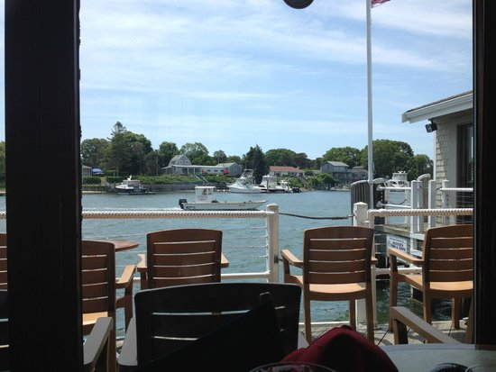 Baxter's Fish-N-Chips: Little windy for outside today but view from inside still great