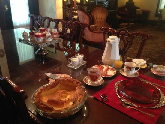 Marianna Stoltz House Bed and Breakfast: Breakfast for royalty