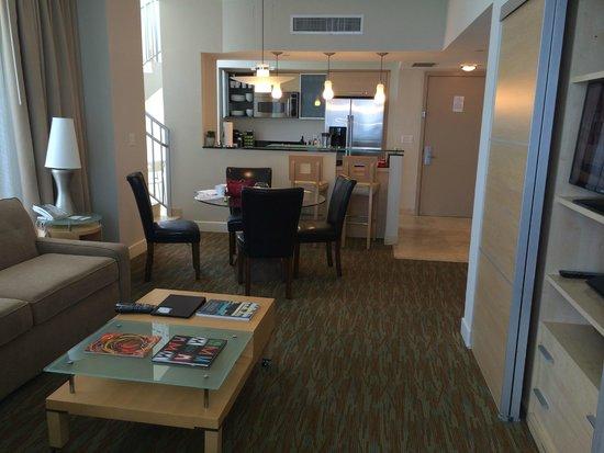 Marenas Beach Resort: View to Kitchen