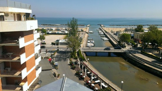 Hotel Waldorf Palace: View from balcony of room looking at canal leading to seaside beach area & boardwalk