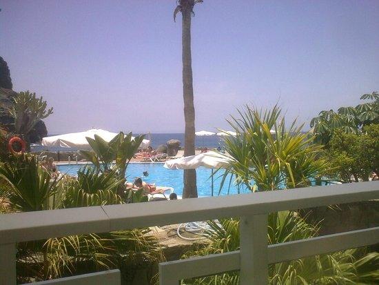 Taurito Princess: vista di piscina e mare dal ristorante