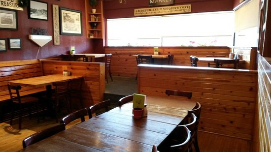 BozWellz Pub & Eaterie: Inside