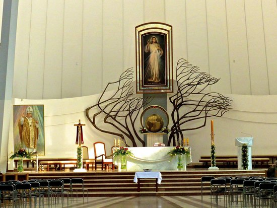 Sanctuary of Divine Mercy: Alter in the Basilica