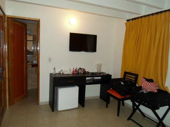 Decameron San Luis : Puerta del baño, tv 32.
