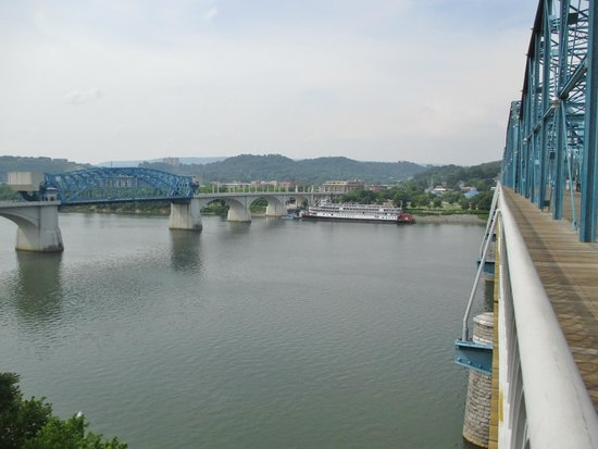 Walnut Street Bridge: Looking back toward the Northshore