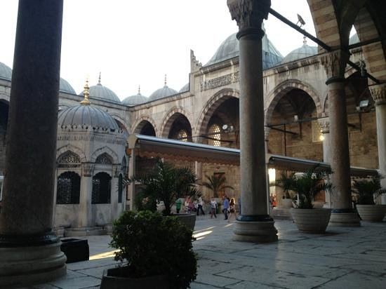 Yeni Cami: Inner garden of the mosque