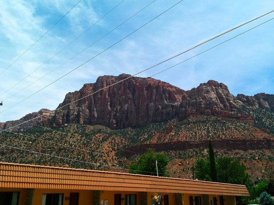 Zion Park Motel: View across the street