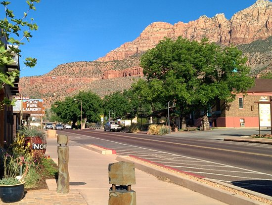 Zion Park Motel: View of the town