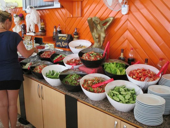 Sayanora Hotel: Salatbüffet