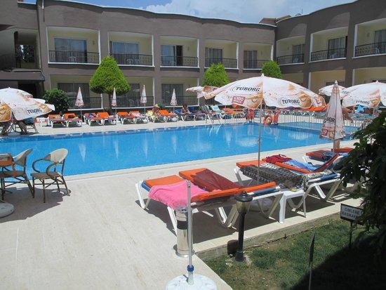 Sayanora Hotel: Pool bereich