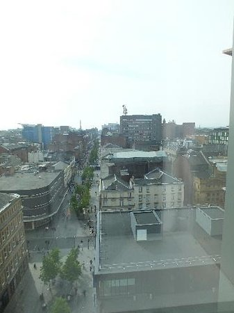 Premier Inn Glasgow City Centre Buchanan Galleries Hotel: The View from our window.
