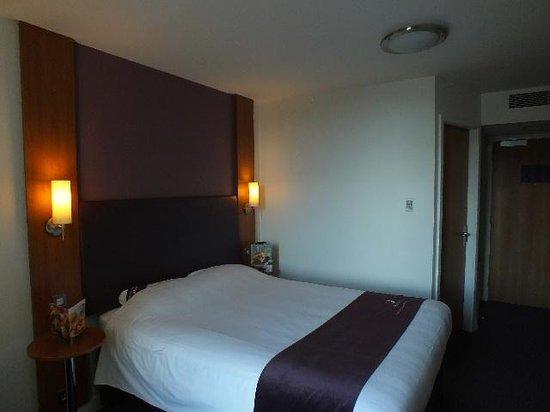 Premier Inn Glasgow City Centre Buchanan Galleries Hotel: KIng sized bed.