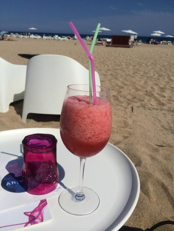 ALEGRIA Mar Mediterrania: Beach bar; a fresh strawberry juice!