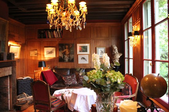 La Maison de Lucie: Lovely salon for afternoon drinks or breakfast