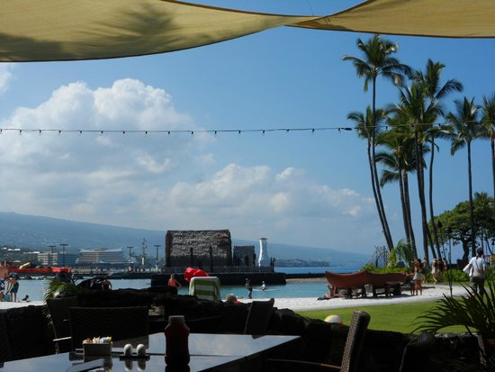 Courtyard by Marriott King Kamehameha's Kona Beach Hotel: View from our table at Honu's Restaurant