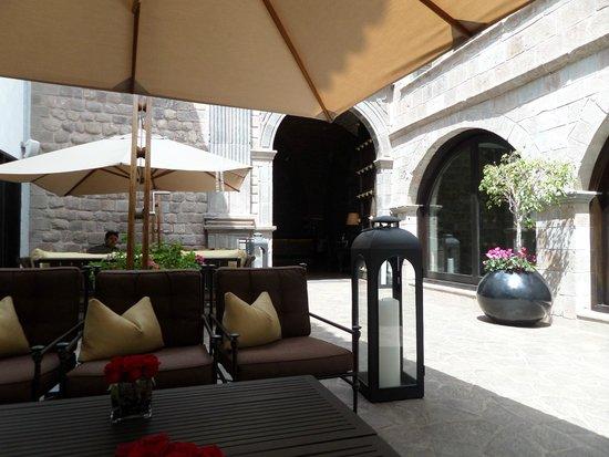 JW Marriott El Convento Cusco : entrada al hotel