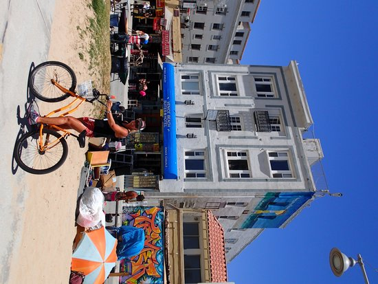 Venice Beach Suites & Hotel: Bikes are the best way to get about.
