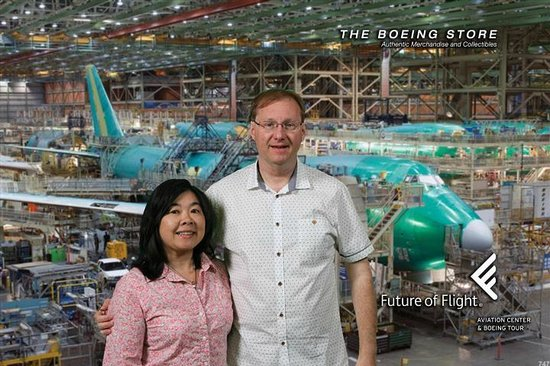 Future of Flight Aviation Center & Boeing Tour : Free souvenir photo at the gallery