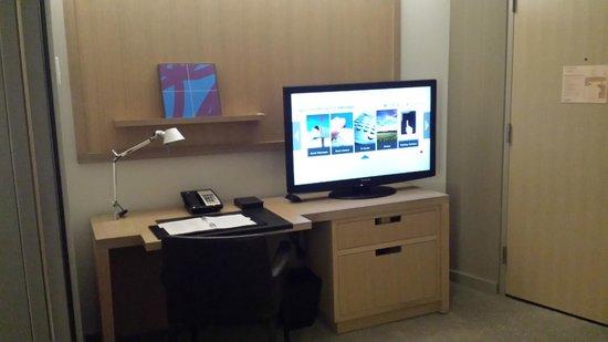 Conrad New York : Desk area