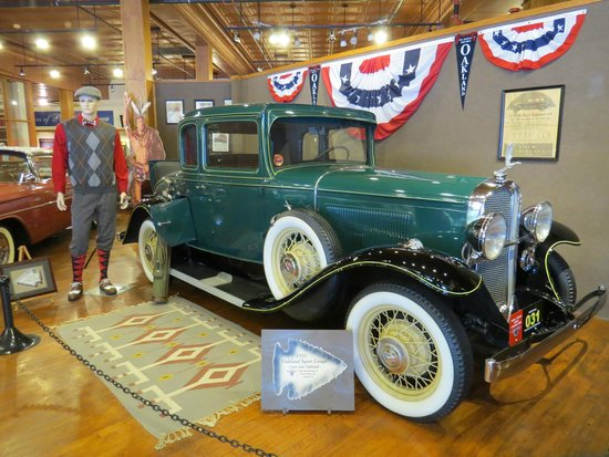 Pontiac-Oakland Automobile Museum : Stylish!