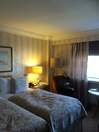 InterContinental Wien: Standard room with view of Stadtpark