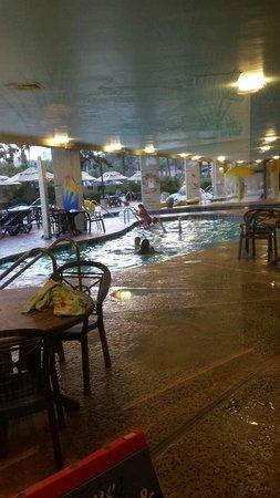 Ocean Reef Resort: inside pool