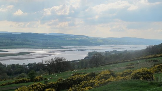 Gavinburn Cottages: The view of the River Clyde out toward the sea