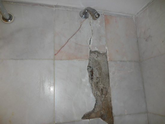 Tesoro Ixtapa : Damaged shower