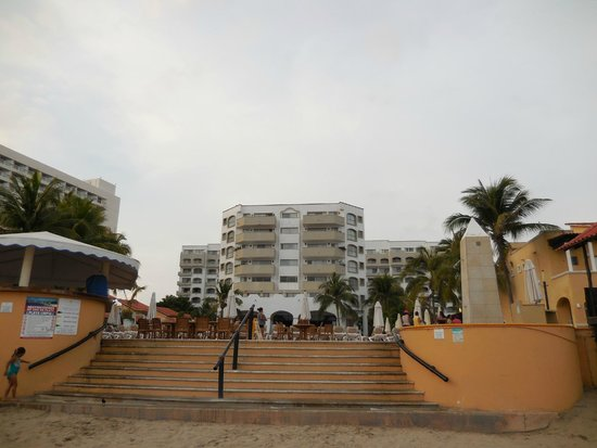 Tesoro Ixtapa : Looking at the hotel from the beach