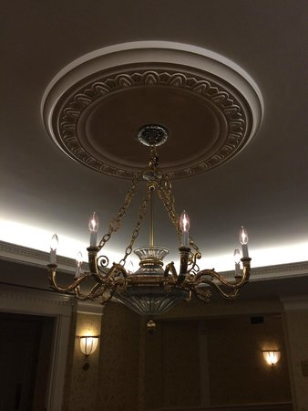 The Fairfax at Embassy Row, Washington, D.C.: gold chandelier